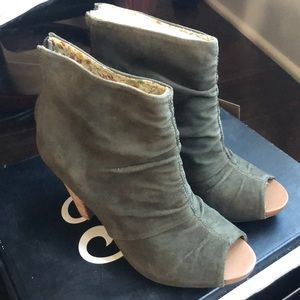 Brand new never worn peep toe boots size 7.5 olive